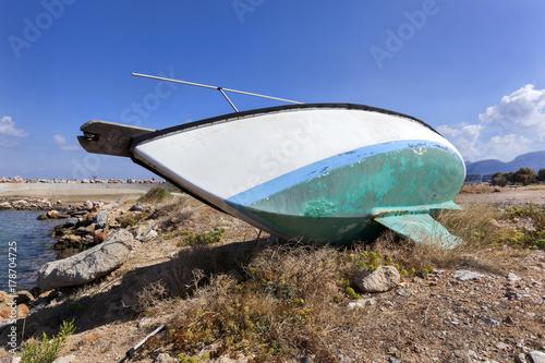 Keuken foto achterwand Schip Old boat on dry land