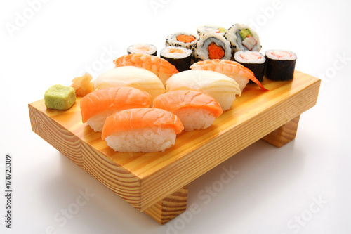 Fotobehang Sushi bar salmon sushi set. Japanese food
