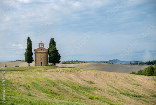 Deurstickers Toscane Tuscany, Italy landscape with old little church