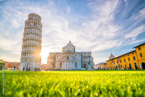 Leinwanddruck Bild Pisa Cathedral and the Leaning Tower