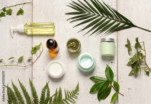 green cosmetics composition © Anna Khomulo
