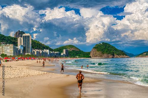 Plaża Copacabana (plaża Copacabana) w Rio de Janeiro. Brazylia