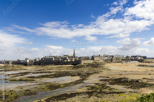Foto op Plexiglas Beige Panorama sur Saint Malo