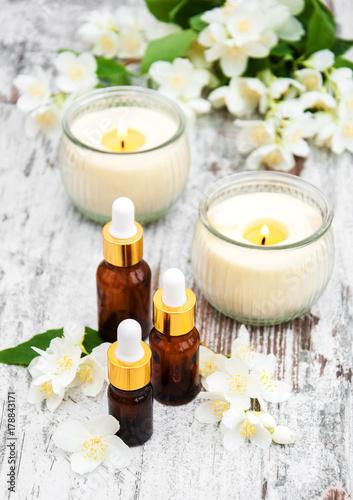 Massage oils and jasmine flowers © almaje