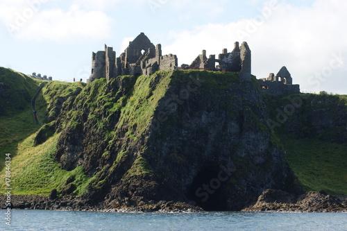 Fotobehang Grijze traf. Dunluce Castle, Northern Ireland