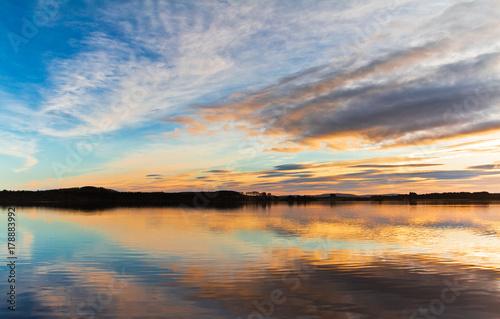 Foto op Plexiglas Ochtendgloren Sunset. Beautiful Sunset reflection in water