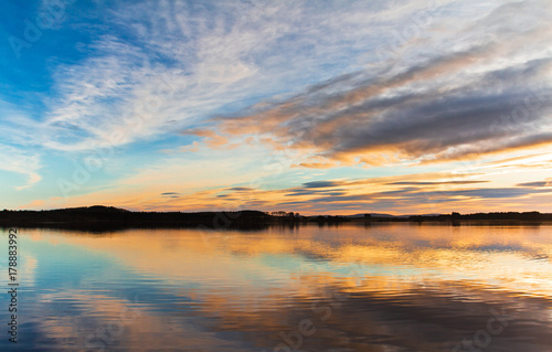 Papiers peints Morning Glory Sunset. Beautiful Sunset reflection in water