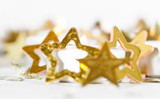 Fröhliche Weihnachten, Besinnlichkeit, Feier, Freude: gemütliches Kerzenlicht mit Goldsternchen :) - 178927581