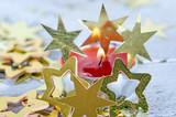 Fröhliche Weihnachten, Besinnlichkeit, Feier, Freude: gemütliches Kerzenlicht mit Goldsternchen :) - 178927762