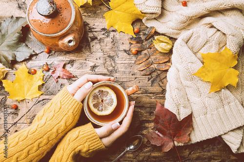 Papiers peints The Cup of hot tea with lemon