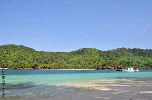 Fotobehang Tropical strand kiluan beach