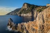 Baie rocheuse et château Doria