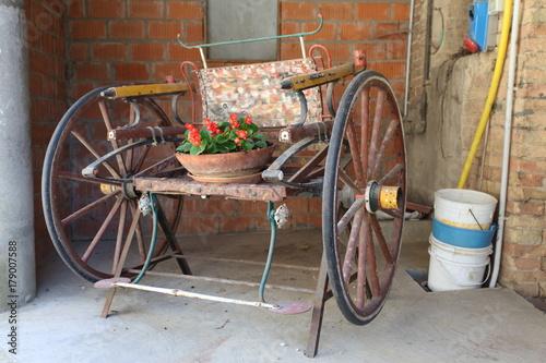 Fotobehang Fiets a very old cart