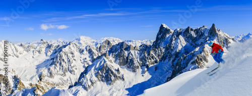 Fotobehang Europese Plekken Skiing Vallee Blanche Chamonix with amazing panorama of Grandes Jorasses and Dent du Geant from Aiguille du Midi, Mont Blanc mountain, Haute-Savoie, France