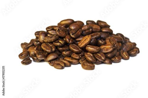 Papiers peints Café en grains Grains of coffee lie on a white background