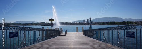 Fotobehang Pier Rotonde - bord du lac Genève