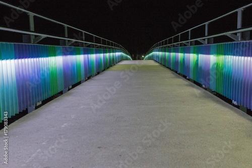 Foto Murales Raglan New Zealand. Bridge at night