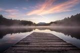 Landschaft spiegelt sich im See wieder mit Steg im Vordergrund - 179084503