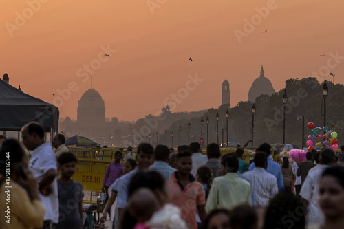 Foto Murales Sunset over the government buildings, New Delhi, India