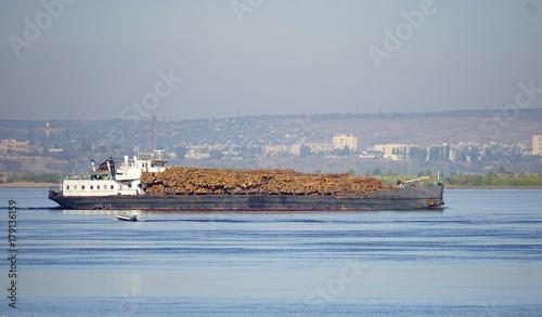 Fotobehang Schip Transportation of timber along the Volga River by boat