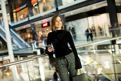 Plakat Modern woman in shopping mall