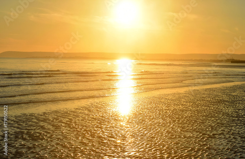 Foto op Canvas Zee zonsondergang Normans Bay Uk, at low tide, late afternoon