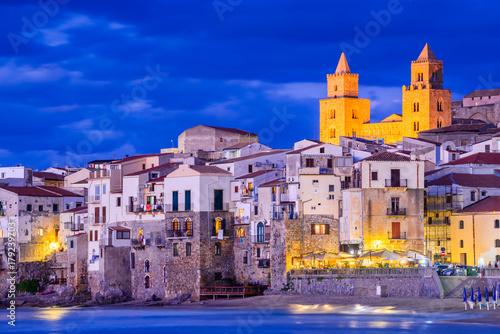 In de dag Palermo Cefalu, Ligurian Sea, Italy, Sicily