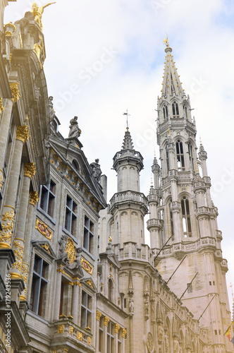 Fotobehang Brussel The Town Hall of the City of Brussels, a building of gothic architectural style from the middle ages located at the Grand Place in Brussels, Belgium