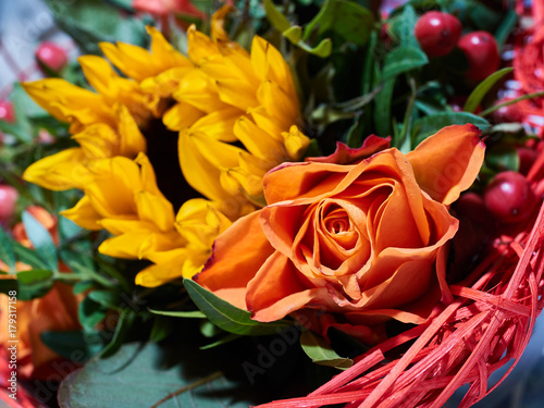 Staande foto Roses Orange rose and yellow sunflower