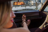 Frau im Sportwagen