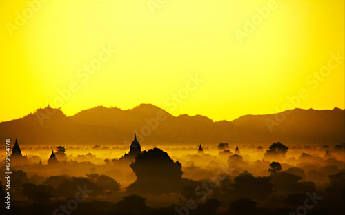 Fotobehang Geel sunset
