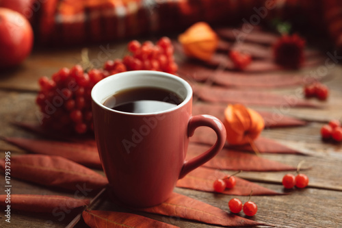 Papiers peints Cafe Hot beverage to keep warm in autumn. Black coffee or tea concept. Fall leaves background