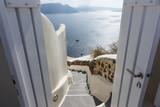 Blick durch die Tür auf das Mittelmeer - 179389725