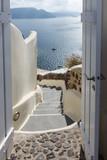 Blick durch die Tür auf das Mittelmeer - 179389772
