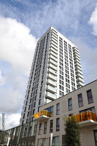 Foto op Plexiglas London flats, high rise tower bloch apartments, city living