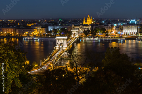 Fotobehang Boedapest Chain bridge at night, Budapest, Hungury