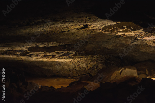 Foto op Plexiglas Chocoladebruin Mammoth Cave National Park Kentucky Darkness Creepy Stalagmites Stalactites