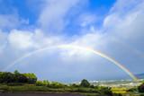 河岸段丘の町に架かる虹 © tenjou