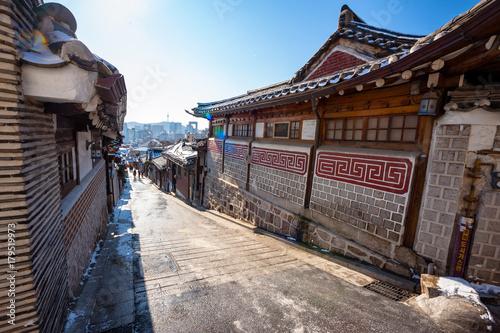 Fotobehang Seoel Seoul, South Korea - Bukchon Hanok historic district.