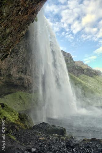 Wodospad Seljalandsfoss w Islandii