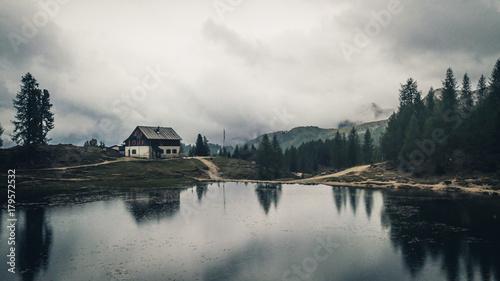 Keuken foto achterwand Nieuw Zeeland View of Rifugio Palmieri at Lake Croda da Lago. Cortina D'Ampezzo, Dolomites, Italy