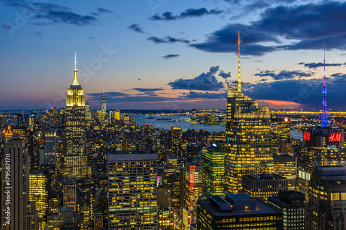 Papiers peints New York City skyline and Empire State Building at night in NYC, USA