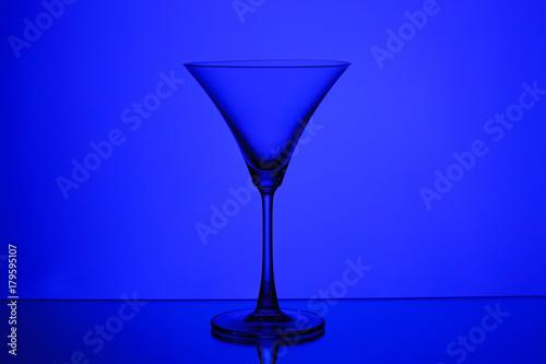 Leinwanddruck Bild silhouette of a glass