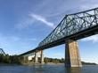 Ponte Jacques Cartier e cielo azzurro, Montréal, Québec, Canada