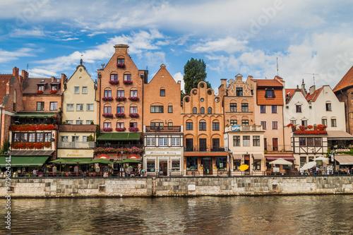 Keuken foto achterwand Schip GDANSK, POLAND - SEPTEMBER 2, 2016: Riverside houses by Motlawa river in Gdansk, Poland.