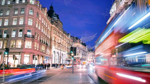 Fotobehang Londen Shopping at Oxford street, London, Christmas day