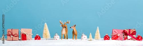 Fotobehang Hert Christmas holiday theme with reindeer and Christmas trees