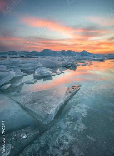 Aluminium Landschappen Frozen sea during sunset. Beautiful natural seascape in the winter time