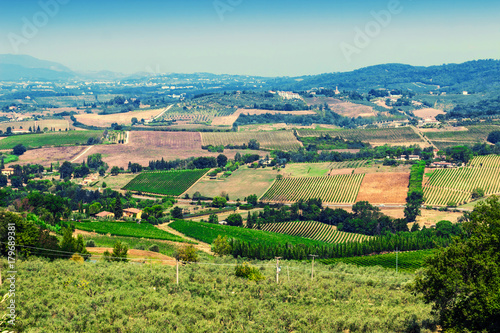 Papiers peints Toscane View of Tuscany fields in summer, Italy. Rural landscape