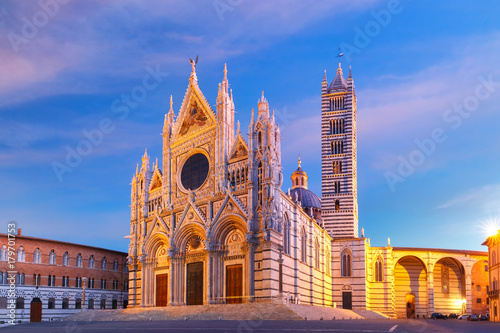 Deurstickers Toscane Beautiful view of facade and campanile of Siena Cathedral, Duomo di Siena at sunrise, Siena, Tuscany, Italy